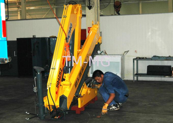 Durable XCMG  4 Ton Knuckle Arm Articulated Boom Crane , Driven By Hydraulic