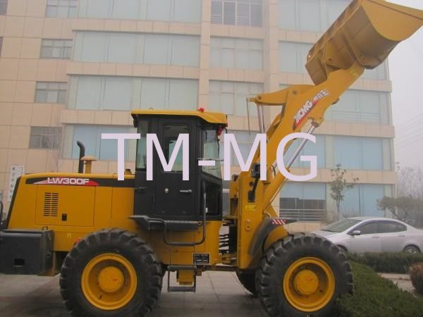 4 Wheel Drives LW300FV Earthmoving Machinery compact wheel loader Safe Driving Space