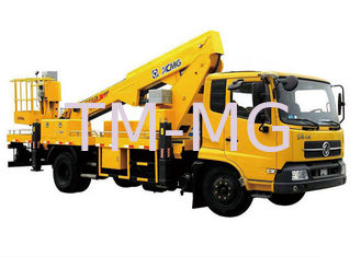 Reaching Up And Over Machinery Boom Lift Truck 3 Persons loading