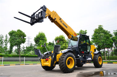 High Efficiency XC6-3007 Telescopic Boom Forklift / Telehandler Safety Deutz Engine Fork Length 1200mm